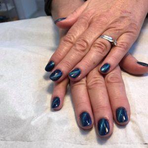 Beautiful cat eye shellac gel nails